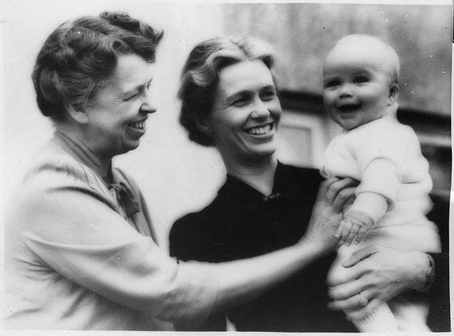 Энн с матерью Элеонор и сыном Джоном