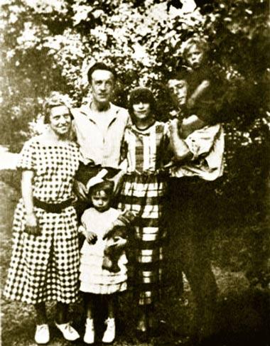 Луиза Эрнст, Поль и Гала Элюар с дочерью Сесиль, Макс Эрнст и сын Джимми. Инсбрук, 1922 г.